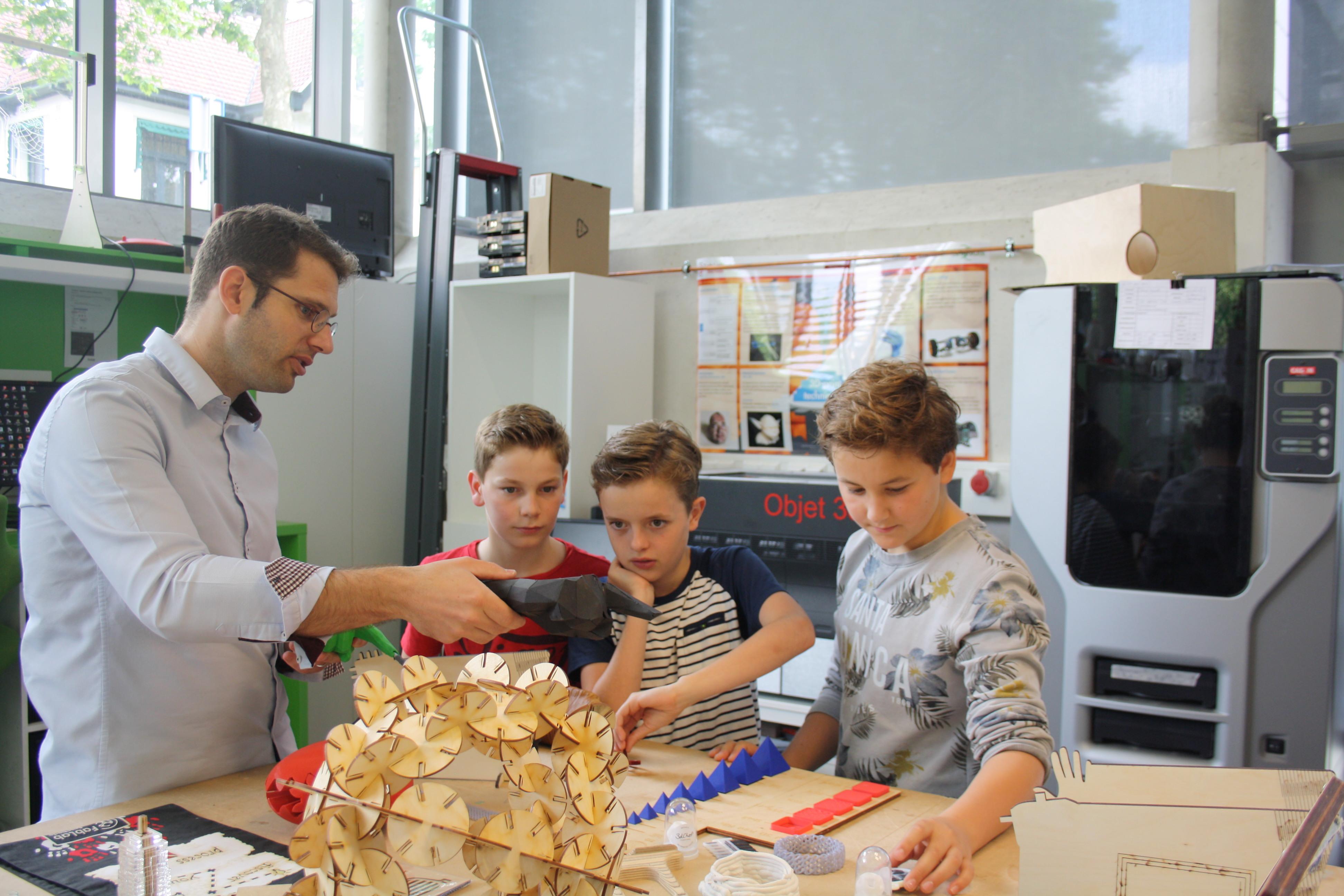 RED Engineers Challenge finalisten op bezoek