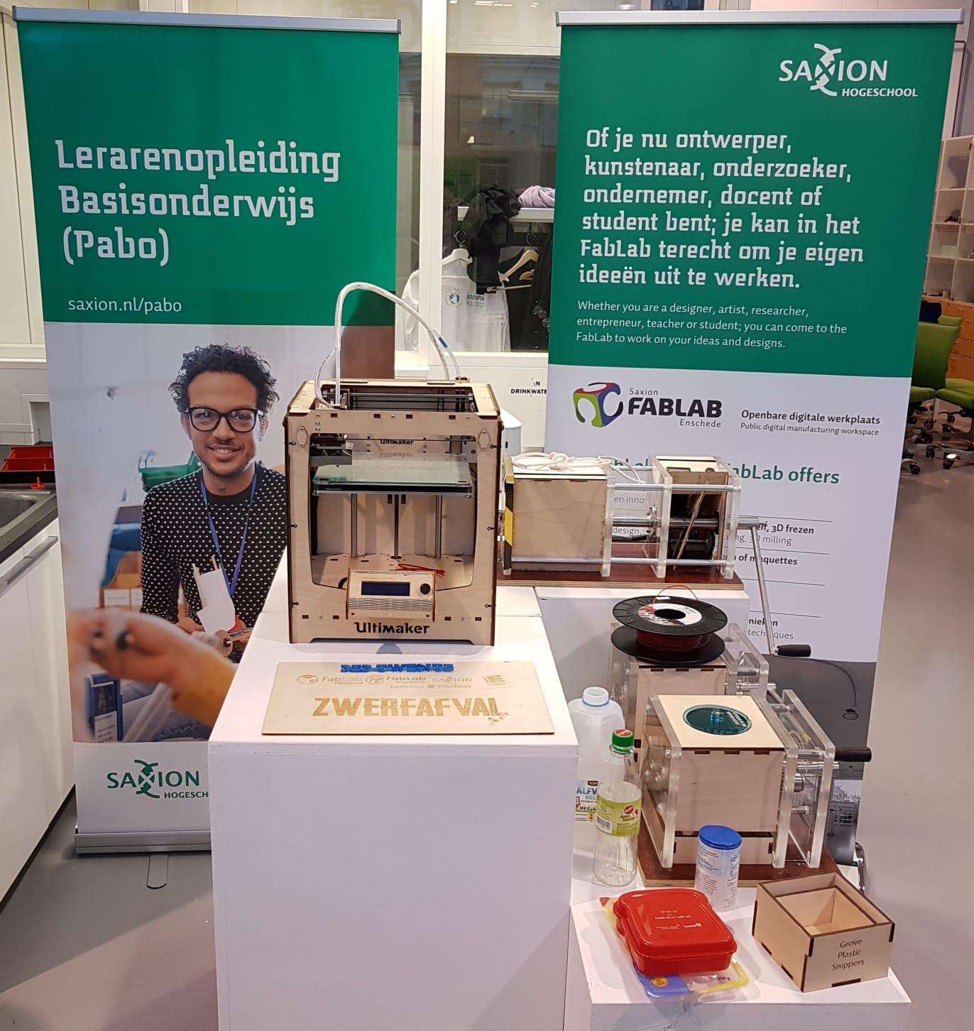 FabLab Enschede draagt Plastic Zwerfafval Project Twente over aan de PABO van Saxion